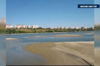 Fenomen unic in Galati. Un grup de insule a aparut in mijlocul Dunarii, din cauza secetei