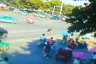 O femeie a scapat un teanc de bani pe strada si a fost uimita sa vada cum reactioneaza trecatorii. VIDEO