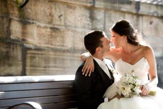 Un barbat si-a dat in judecata sotia, la doar o zi dupa nunta, dupa ce a vazut-o nemachiata. Ce daune cere pentru