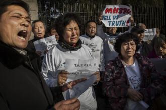 Cazul MH370. Proteste ale familiile pasagerilor, nemultumite de ancheta obiectelor gasite pe Insula Reunion. VIDEO