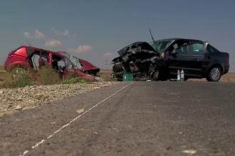 O femeie a murit si trei persoane sunt ranite, dupa ce doua masini s-au lovit, in drum spre mare. Cum s-a produs accidentul