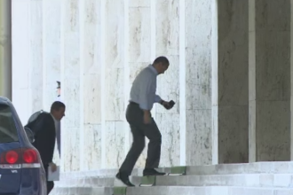 Premierul Victor Ponta s-a intors la Guvern fara carje. Ce spune despre vacanta in America si revenirea la sefia PSD