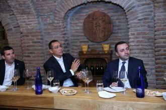 Victor Ponta s-a intalnit cu premierii Georgiei si Estoniei, inainte de meciul de fotbal Barcelona - Sevilla. FOTO