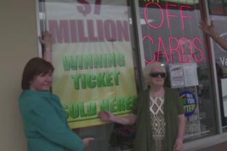 O batrana de 82 de ani, bolnava de cancer, a castigat 7 milioane de dolari la loterie. Banii vor fi impartiti cu rudele
