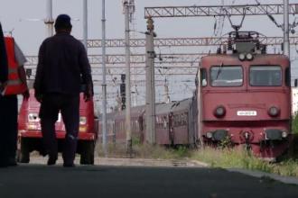 """Pasagerii trenului Arad-Mangalia au ajuns la destinatie, dupa 24 de ore. """"Mi-a cerut 50 de lei pe o sticla de apa"""""""