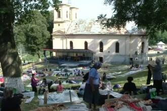 Zeci de mii de crestini, asteptati la Manastirea Nicula. Oamenii vor inconjura biserica pe coate, pentru iertarea pacatelor