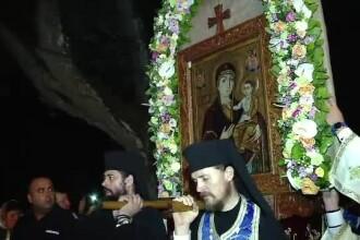 Zeci de mii de credinciosi au venit sa se roage la Manastirea Nicula.