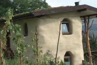 Casele ecologice, tot mai populare printre romanii care vor sa-si reduca facturile la JUMATATE. Ce pret au locuintele din fân