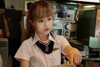 Toata lumea se inghesuie la un McDonalds din Taiwan ca sa-i faca ochi dulci uneia dintre vanzatoare. Cum arata tanara