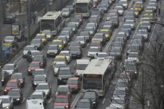 De ce este Bucurestiul capitala europeana a traficului de cosmar. Un turn ridicat acum 600 de ani e sursa haosului stradal
