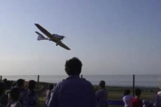 Demonstratie de aviatie la Suceava. Ce acrobatii a facut un pilot multiplu campion mondial