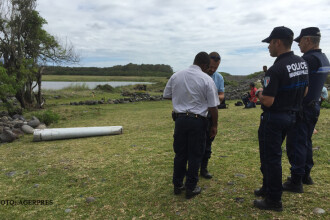 Misterul disparitiei zborului MH370 se adanceste. Investigatorii au 2 intrebari fara raspuns in legatura cu fragmentul gasit