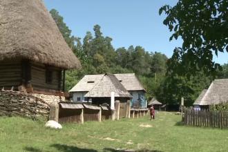 Un muzeu din Sibiu promoveaza casele traditionale romanesti. Cat te costa sa-ti construiesti o locuinta ca a bunicilor