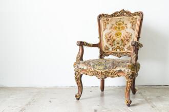 Au cumparat un scaun de la un targ de vechituri si l-au tinut 10 ani in pod. Socul familiei cand a vazut ce comoara ascundea