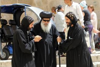O crestina din Egipt, dezbracata, batuta si umilita pe strazi de 300 de musulmani. Fapta