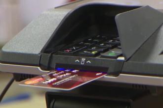 Cat de usor le este hackerilor sa sparga conturile bancare si sa fure bani de pe carduri. Demonstratia facuta de un expert