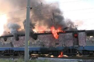Clipe de panica pentru calatorii unui tren. Locomotiva a luat foc, iar 60 de calatori au fost evacuati