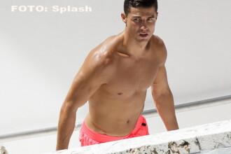 Cristiano Ronaldo se reface la o piscina din Florida, unde si-a aratat corpul perfect. Cine este femeia care statea cu el