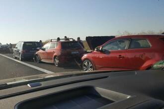 Autoutilitara in flacari pe Autostrada Soarelui. Traficul a fost oprit pentru cateva minute