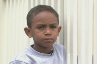 A devenit erou la 7 ani dupa ce a salvat de la inec un copil de 2 ani.