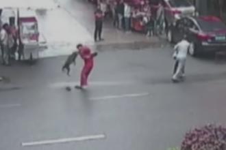 Panica intr-o piata din China. Politistii au impuscat un caine care a atacat 20 de persoane