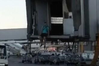Un barbat a fost surprins cum fugea pe pista de decolare. Ce incerca sa faca acesta. VIDEO