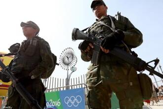 Autobuz cu ziaristi, atacat cu focuri de arma la Rio, langa celebra favela