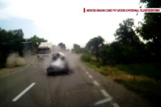 Un TIR a secerat 3 masini, dupa ce un sofer a intrat in depasire si a agatat un automobil. Urmarile tragice ale accidentului