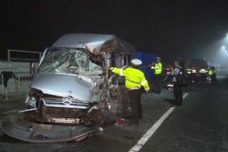 Impact violent intre doua vehicule, pe DN1, langa Azuga. O persoana a murit si 11 au fost ranite