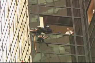 A incercat sa escaladeze Turnul Trump folosindu-se de niste ventuze. Operatiunea inedita in urma caruia a fost arestat