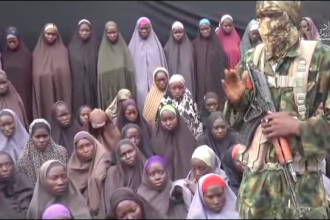 Gruparea militara islamista Boko Haram a difuzat imagini cu cele 200 de fete rapite in 2014. Revendicarile jihadistilor