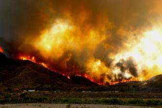Localitati intregi inghitite de apa si incendii masive in SUA. Cum arata acum un orasel mistuit complet de flacari