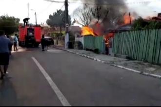 Incendiu violent in Constanta. Doua case au fost cuprinse de flacari de la o butelie defecta