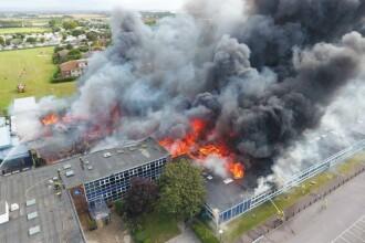 Incendiu urias duminica, in Marea Britanie: o scoala a fost