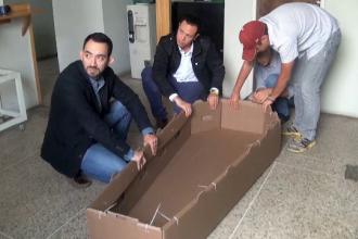 Si moartea a devenit prea scumpa in Venezuela. Sicrie de carton in locul celor din lemn, care costa cat 13 salarii minime