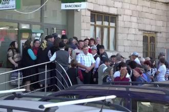 Metoda prin care doua angajate de la sucursala CEC Bank din Zlatna au furat sute de mii de euro. Pagubitii sunt disperati