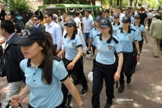 Politistele din Turcia au primit dreptul de a purta valul islamic la serviciu. Singura conditie care trebuie indeplinita