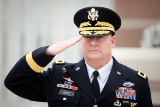 General american, demis dupa ce s-a descoperit ca are o viata dubla.