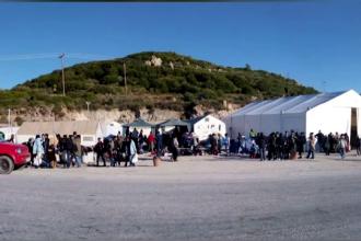 Romanii care au renuntat la vacante si au facut voluntariat in tabere de refugiati din Grecia: