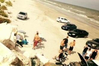 Corbu, una dintre cele mai curate plaje din lume, transformata in parcare de mai multi tineri.