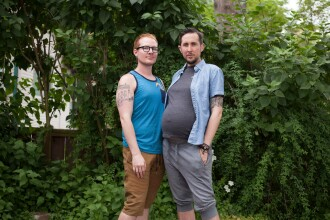 Primele imagini cu bebelușul cuplului LGBT