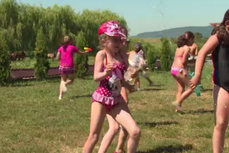 Tabăra de zi pentru copii, pline de activități distractive. Cât îi costă pe părinți