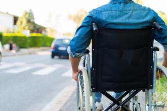 Persoanele cu dizabilități riscă să trăiasca doar din indemnizație. Guvernul închide firmele unde lucrau