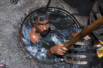 Își riscă viața pentru 7 dolari pe zi. Meseria murdară practicată fără echipament de protecție