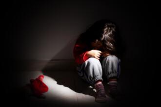 """Un bebeluș de 8 luni, violat de o rudă. """"Fetița are răni interne groaznice"""""""