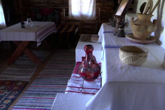 Prețul unei nopți de cazare în Satul Bucovinean. Proiectul unor tineri care au cumpărat case vechi