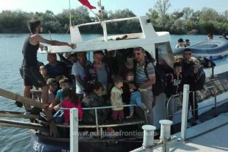 Navă cu 69 de migranți la bord, depistată în apropiere de Mangalia