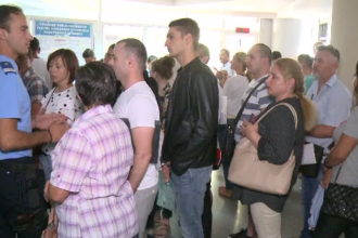 Valabilitatea pașapoartelor ar putea fi prelungită până la 10 ani, din cauza cozilor de la ghișee