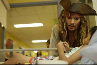 Johnny Depp, gest emoționat pentru copiii bolnavi din Canada