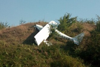 Un avion cu două persoane la bord s-a prăbușit în județul Iași. Pilotul a murit. FOTO